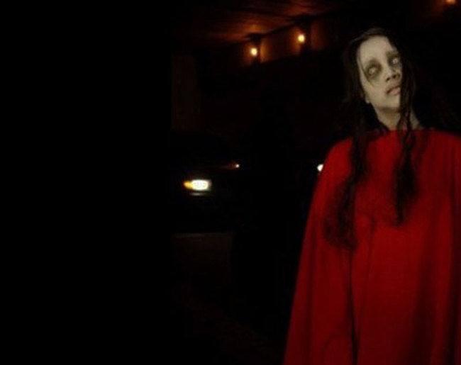 La dama de rojo 1