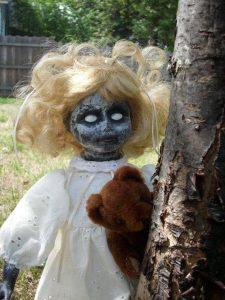 La niña con cabeza de muñeca 4