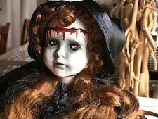 La niña con cabeza de muñeca 2