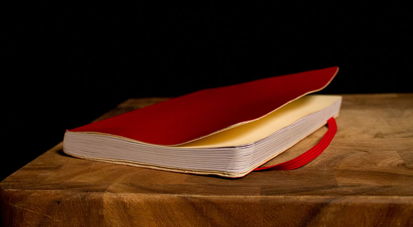"""El Libro Rojo """"uno de los 7 juegos prohibidos por la Iglesia"""" 1"""