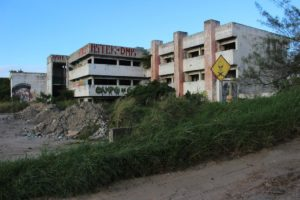 El  gran hotel fantasma que habita en la playa 3