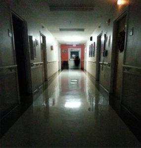 10 ESPELUZNANTES FOTOS DE FANTASMAS TOMADAS EN MANICOMIOS  EMBRUJADOS Y HOSPITALES RETORCIDOS 9