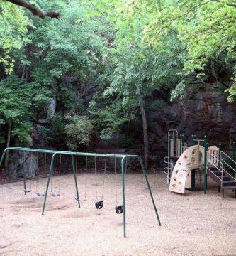 El patio de los niños del panteón 281