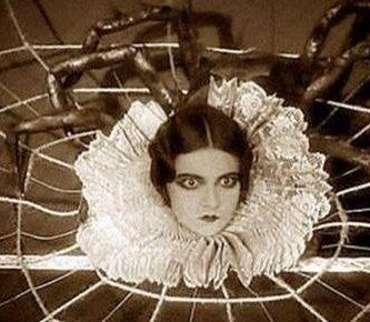 La niña que se convirtió en araña 112