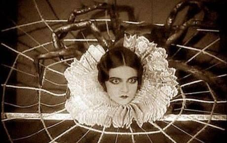 La niña que se convirtió en araña 1