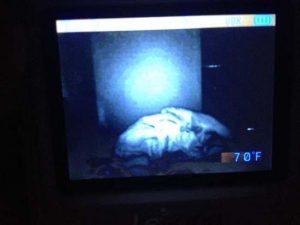 15 espeluznantes fotografías capturadas desde monitores de bebés 16