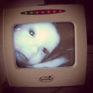 15 espeluznantes fotografías capturadas desde monitores de bebés 13