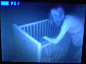 15 espeluznantes fotografías capturadas desde monitores de bebés 4