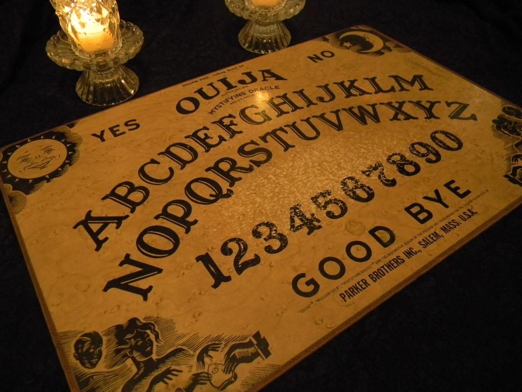 Kendall y Kylie sufren manifestaciones paranormales después de jugar Ouija 4